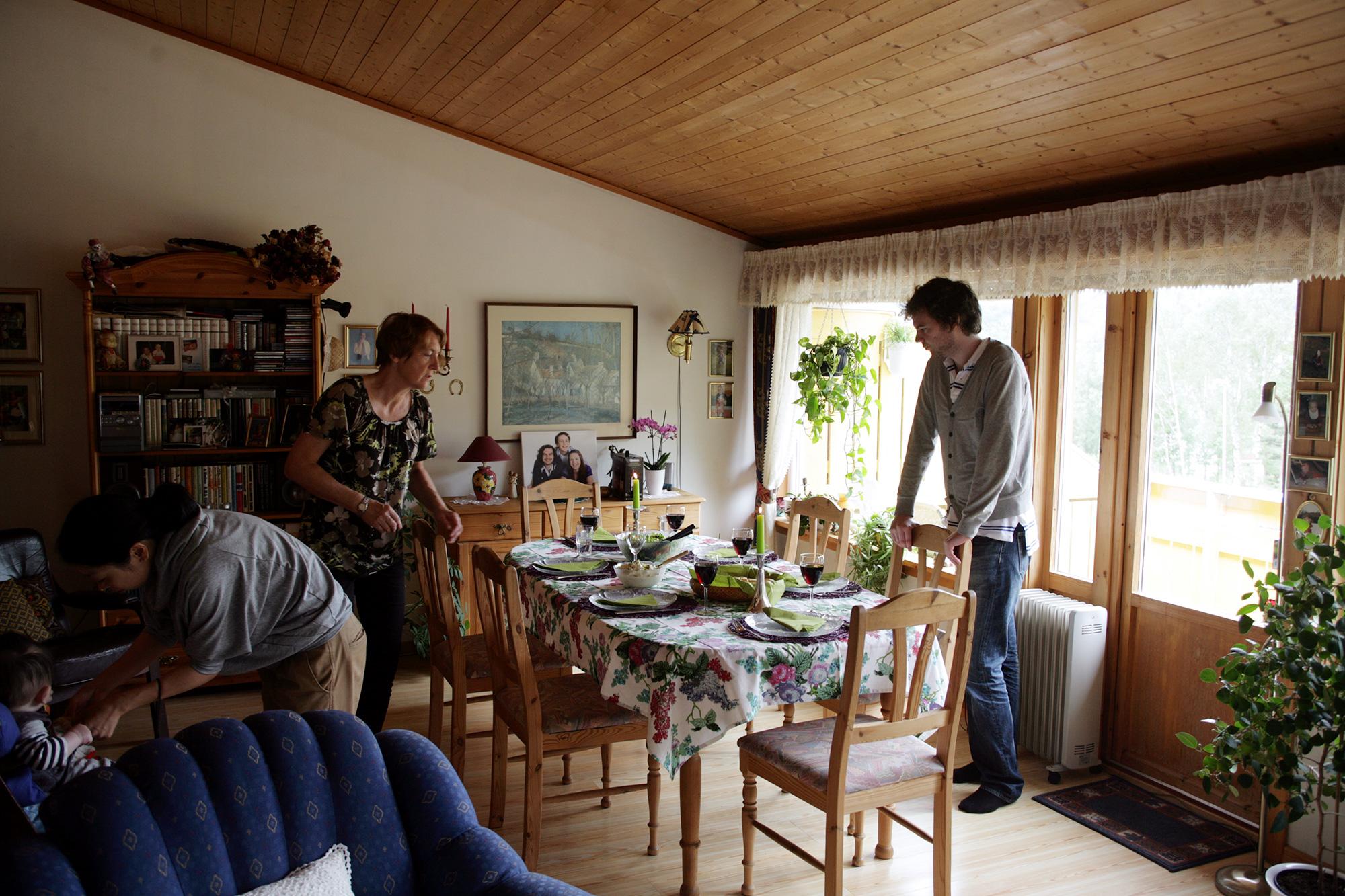 毎回、みんなで食べる食事はテーブルセッティングをしてくれた。写真や絵を飾るのと同様、こういうことがさらっと出来てしまうのがカッコイイなあーと思った。